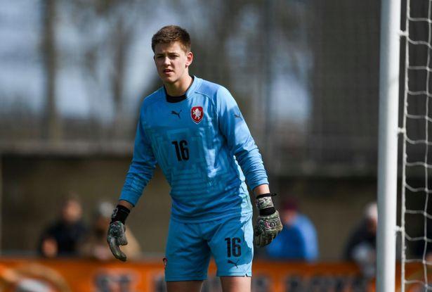 zyrtare-man-utd-kompleton-transferimin-e-portierit-16-vjecar